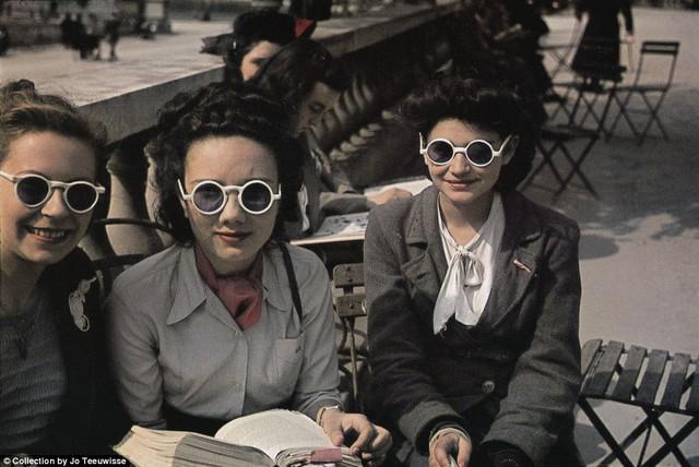 napszemüveges nők.jpg