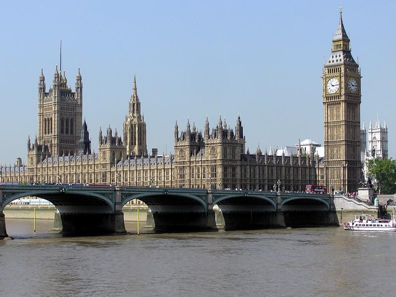 parlament_brit_adrian_pingstone.jpg