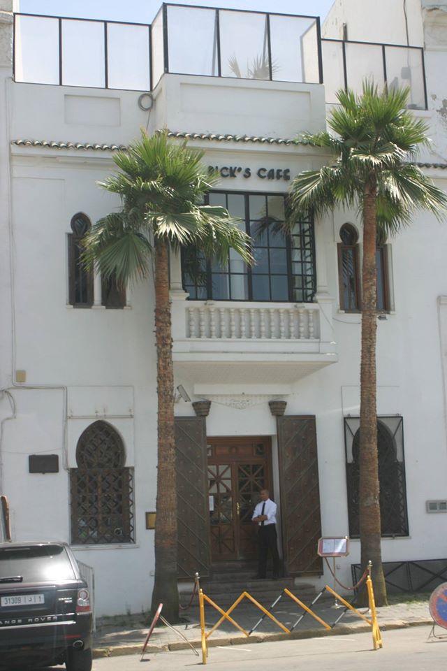 Rick kávézója Casablancában - ez nem az eredeti filmbeli (az már nincsen meg, az épületet rég lebontották, hogy egy modern szálloda épüljön a helyére), hanem annak csak egy másolata