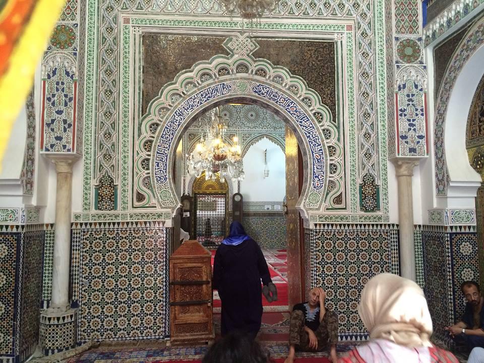 II. Idris szentélye (Zaouia Moulay Idriss II): Fez volt a független Marokkó első fővárosa (amit még a 9. sz-ban II. Idrisz, Mohamed próféta ükunokája alapított, akinek az apja függetlenítette Marokkót és Andalúziát az Abbaszida kalifátustól)