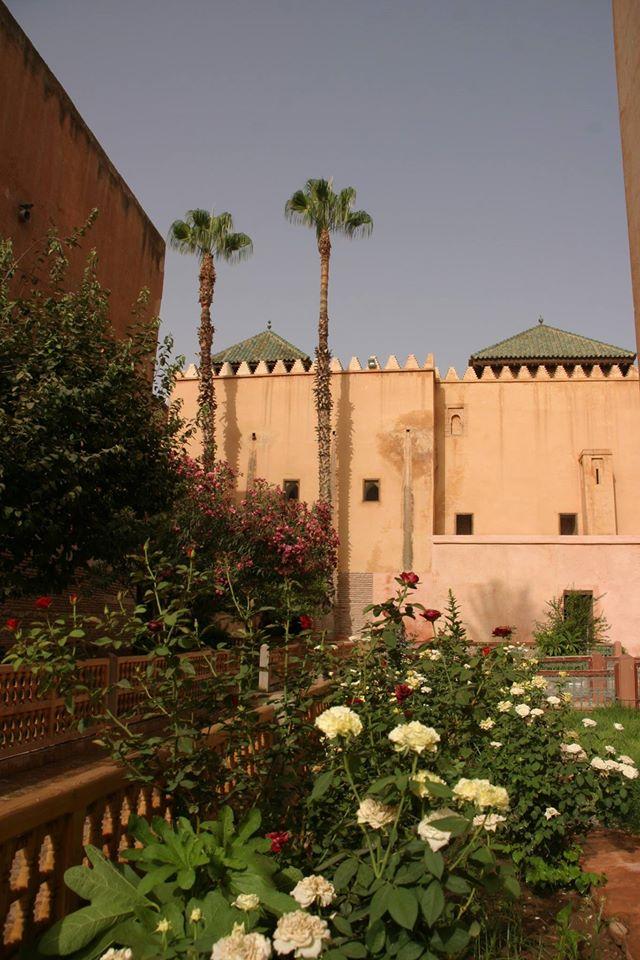 A Száditák sírkertje. Marrakest az Almoravida dinasztia tette először fővárossá, amikor a mai Spanyolországtól a mai Maliig ért a birodalmuk, de a Mohamed prófétától (a lányának Fatimának és vejének Alinak fiától) származó Szádi dinasztia is ezt választotta fővárosául.
