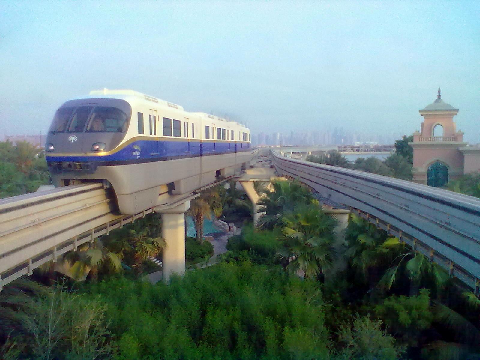 Monorail - Dubaj tömegközlekedése folyamatosan fejlődik, itt volt először metró, villamos, és buszközlekedés az Arab-félszigeten, és most már monorail is működik