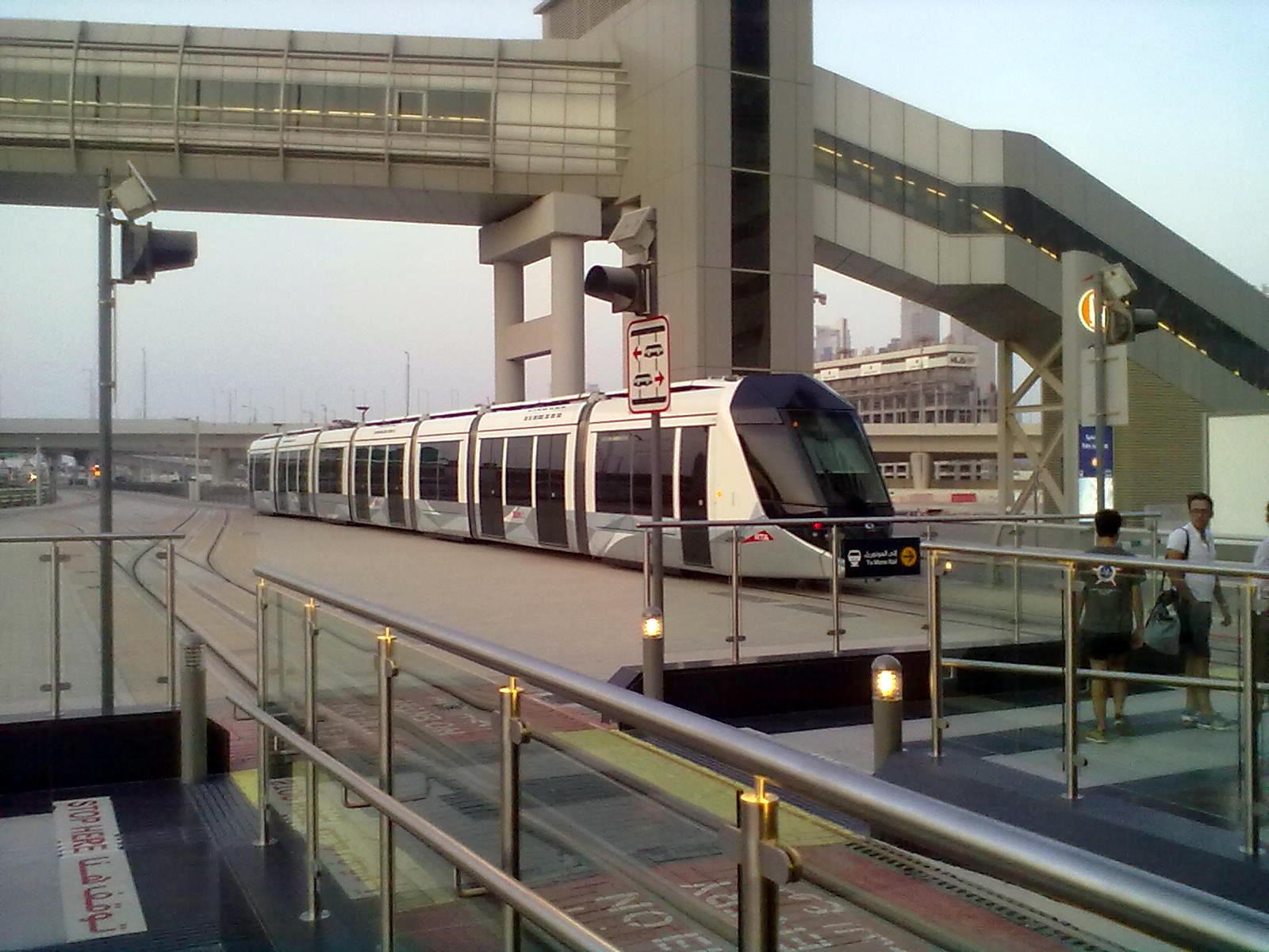 villamos - Dubaj tömegközlekedése folyamatosan fejlődik, itt volt először metró, villamos, és városi buszközlekedés az Arab-félszigeten, és most már monorail is működik