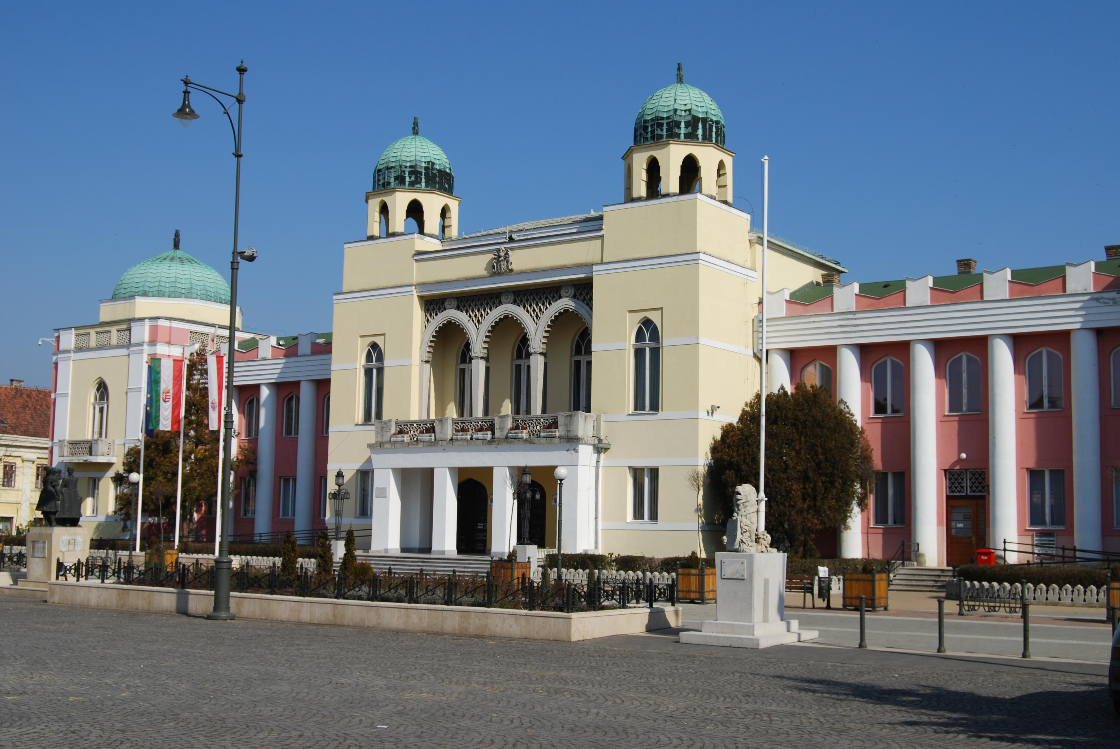 Mohács, mór stílusú városháza