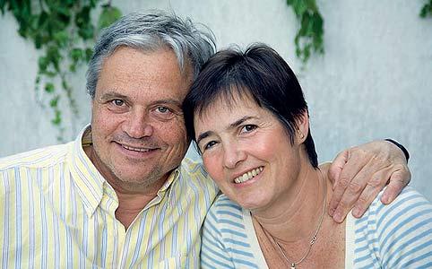 Dr. Csókay András és felesége, Daniella.jpg
