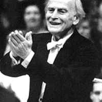 Október 1. a Zene Világnapja: Yehudi Menuhin 1975. október elsejei köszöntője, valamint Beethoven hegedűversenye