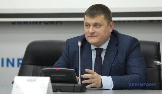 pershiy-zastupnik-ministra-kulturi-molodi-ta-sportu-anatoliy-maksimchuk-620x360.jpg