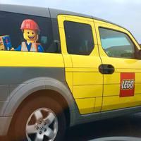 LEGO mintás autó az utakon!