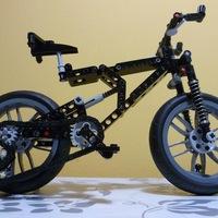 Ilyet még nem láttál: LEGO mountain bike és kemping bicikli