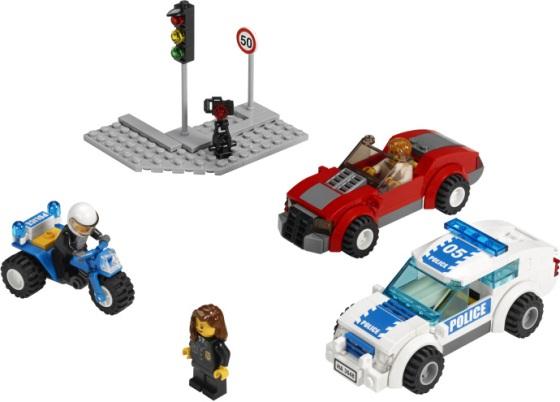 3648-lego-police-car-chase-00.jpg