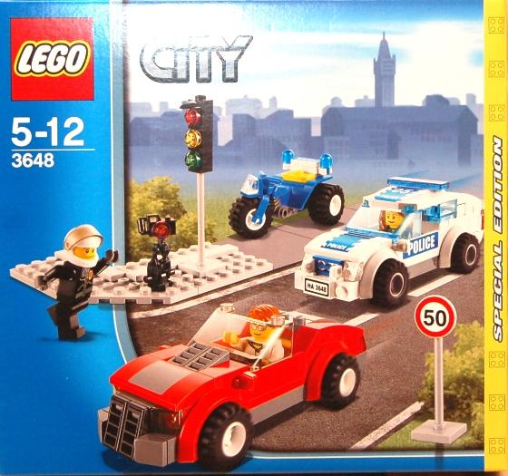 3648-lego-police-car-chase-01.JPG