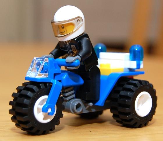 3648-lego-police-car-chase-06.JPG