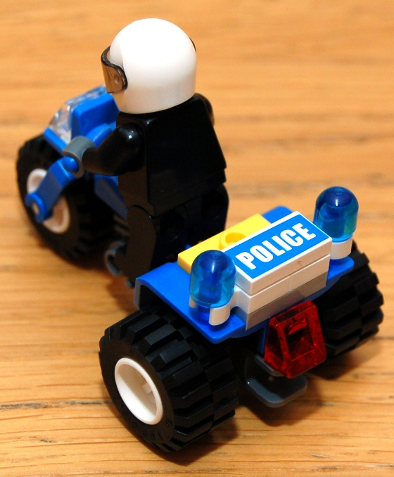 3648-lego-police-car-chase-07.JPG
