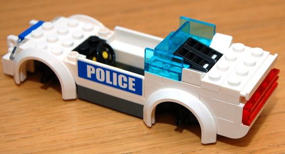 3648-lego-police-car-chase-09.JPG