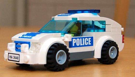 3648-lego-police-car-chase-10.JPG