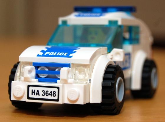 3648-lego-police-car-chase-11.JPG