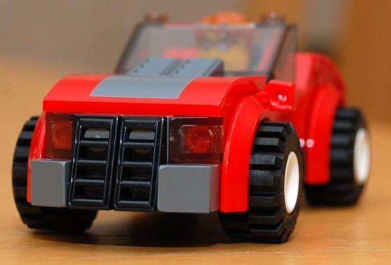 3648-lego-police-car-chase-16.JPG