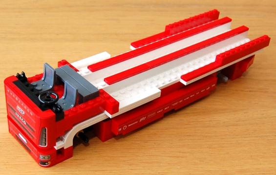 lego-8185-ferrari-truck-19.JPG