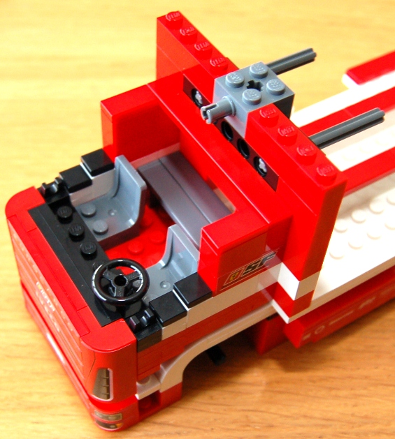 lego-8185-ferrari-truck-21.JPG