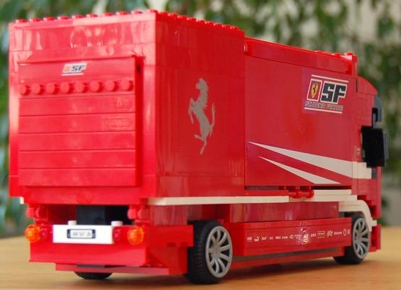 lego-8185-ferrari-truck-27.JPG