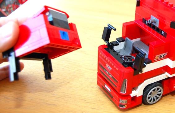 lego-8185-ferrari-truck-30.JPG
