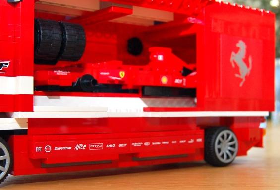lego-8185-ferrari-truck-34.JPG