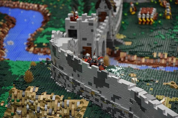 lego-roman-wall.JPG