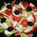 Fekete olívás-brie sajtos saláta