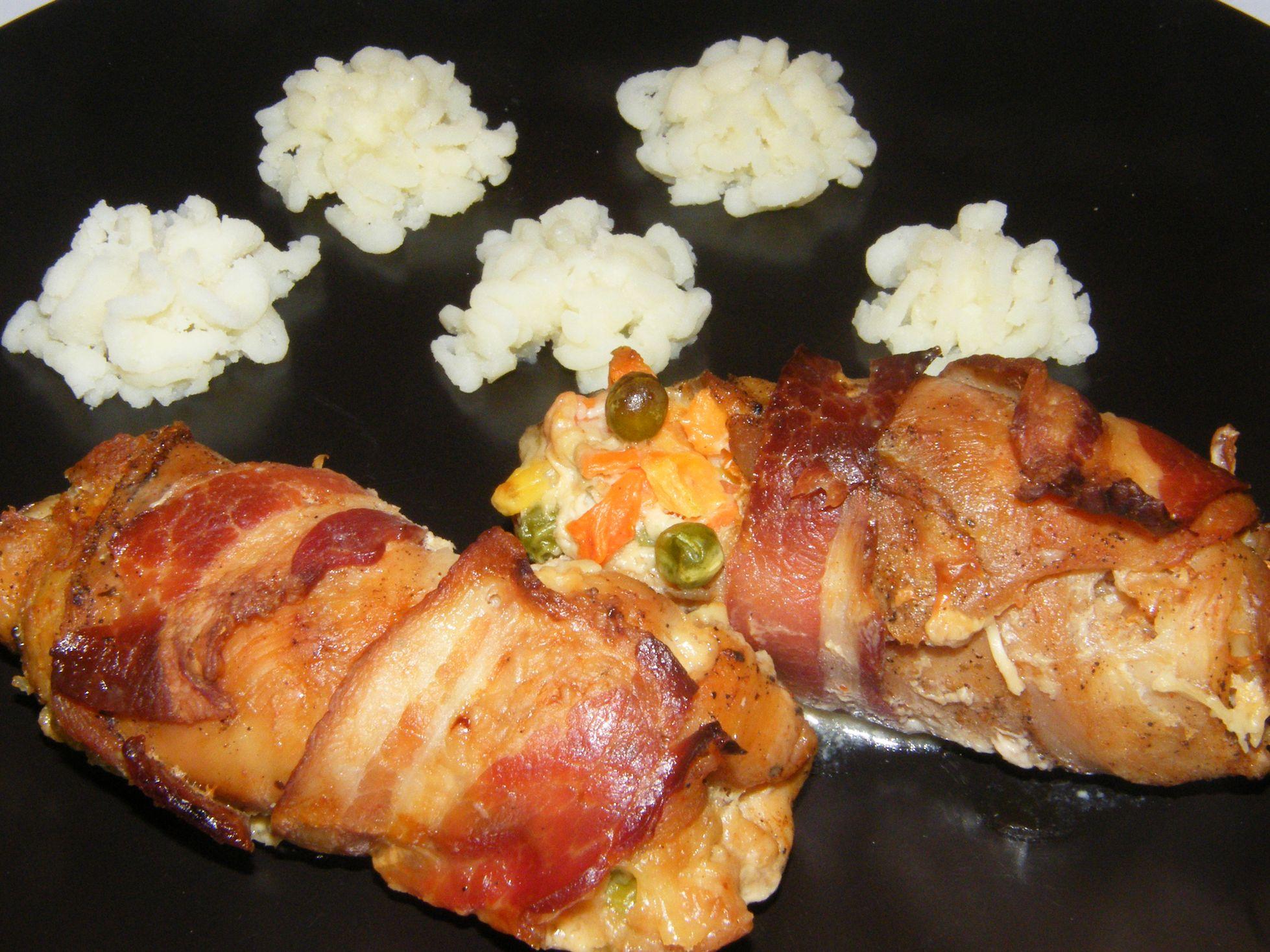 Baconös-zöldséges csirketekercs (2).JPG