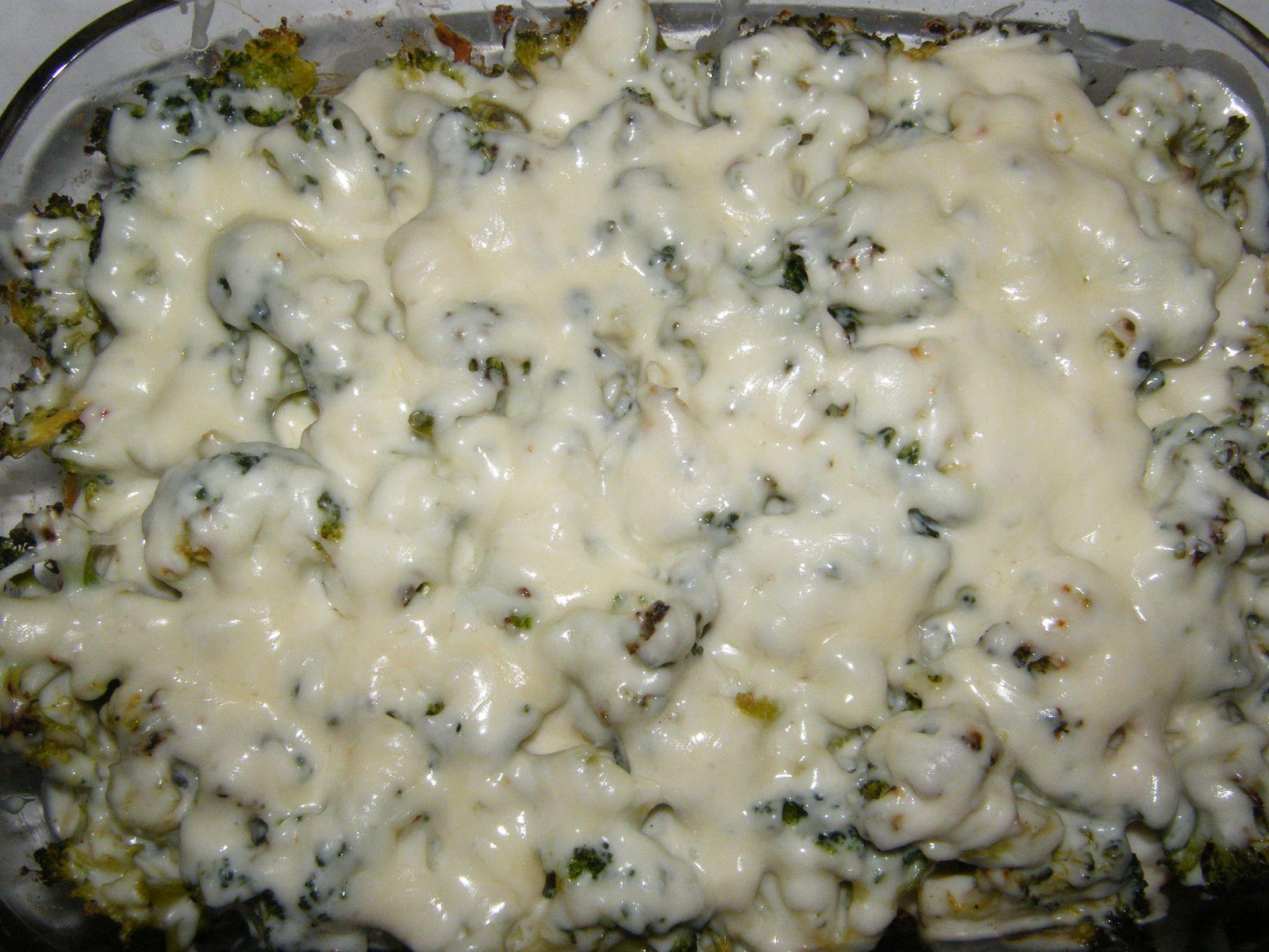 Brokkolis-karfiolos csirke sajtos besamel mártással (1).JPG