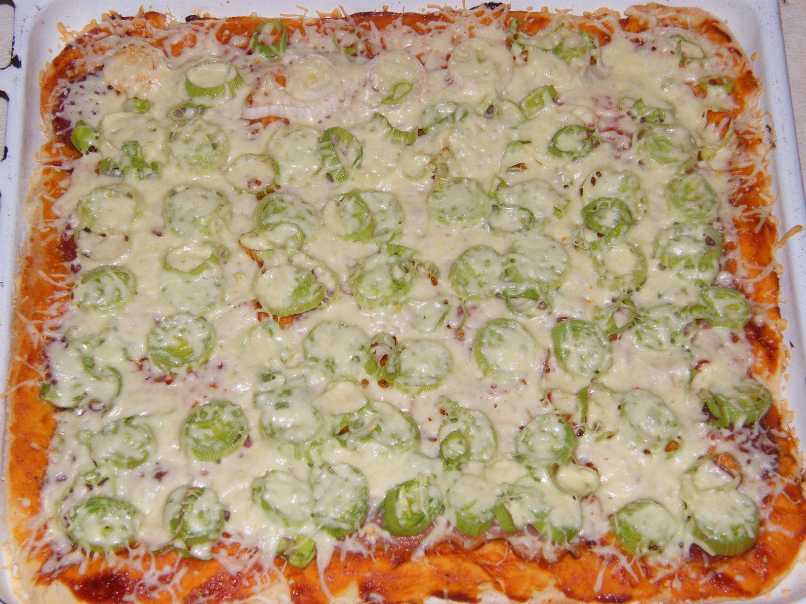 Póréhagymás-füstölt soknás pizza (1).JPG