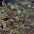 Tejszínes gombás csirkeragu