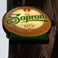 Kocsmába csábít egy alkoholmentes sörreklám
