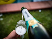 Indul az első magyar champagne-bár hálózat