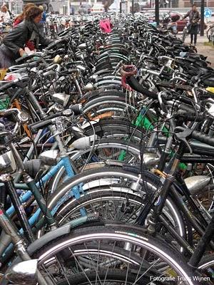 fietsen-bij-het-station.jpg