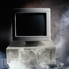 füstölgő számítógép