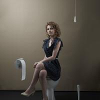 A lány a WC-ről