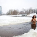 A pucér futás a hóban és a meztelen merülés a jeges vízben fiatalon tart