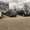 Két helyre parkolt? Fúúúj, tahó!