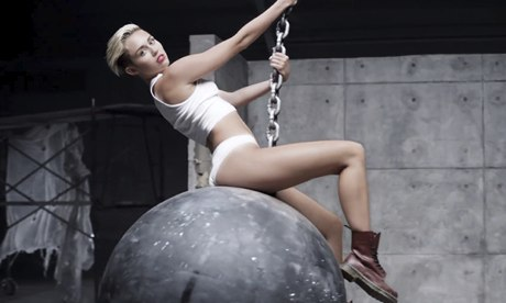 Miley-Cyrus-Wrecking-Ball-010.jpg