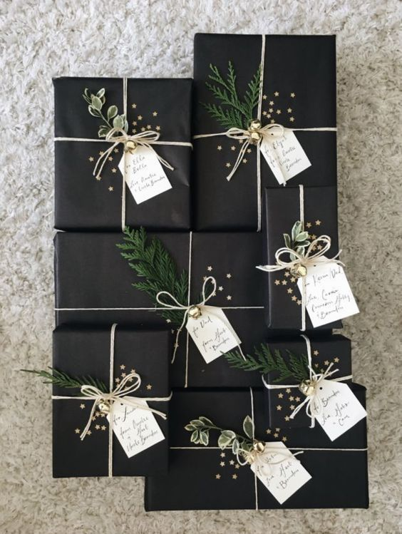 25_minimalist_christmas_gift_wrapping_ideas_lady_decluttered.jpg