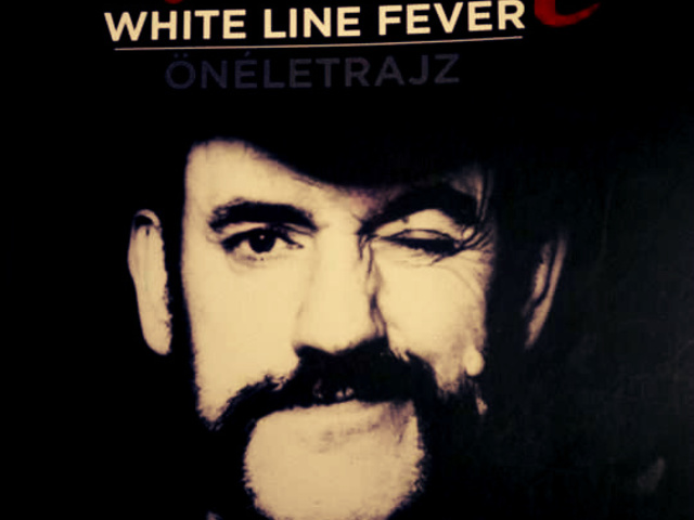 1. KönyvEZ! -White Line Fever