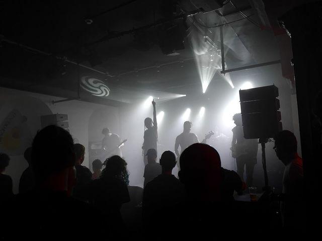A tribute zenekarokat is jógával lehet megidézni?