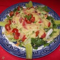Saláta sajtos öntettel