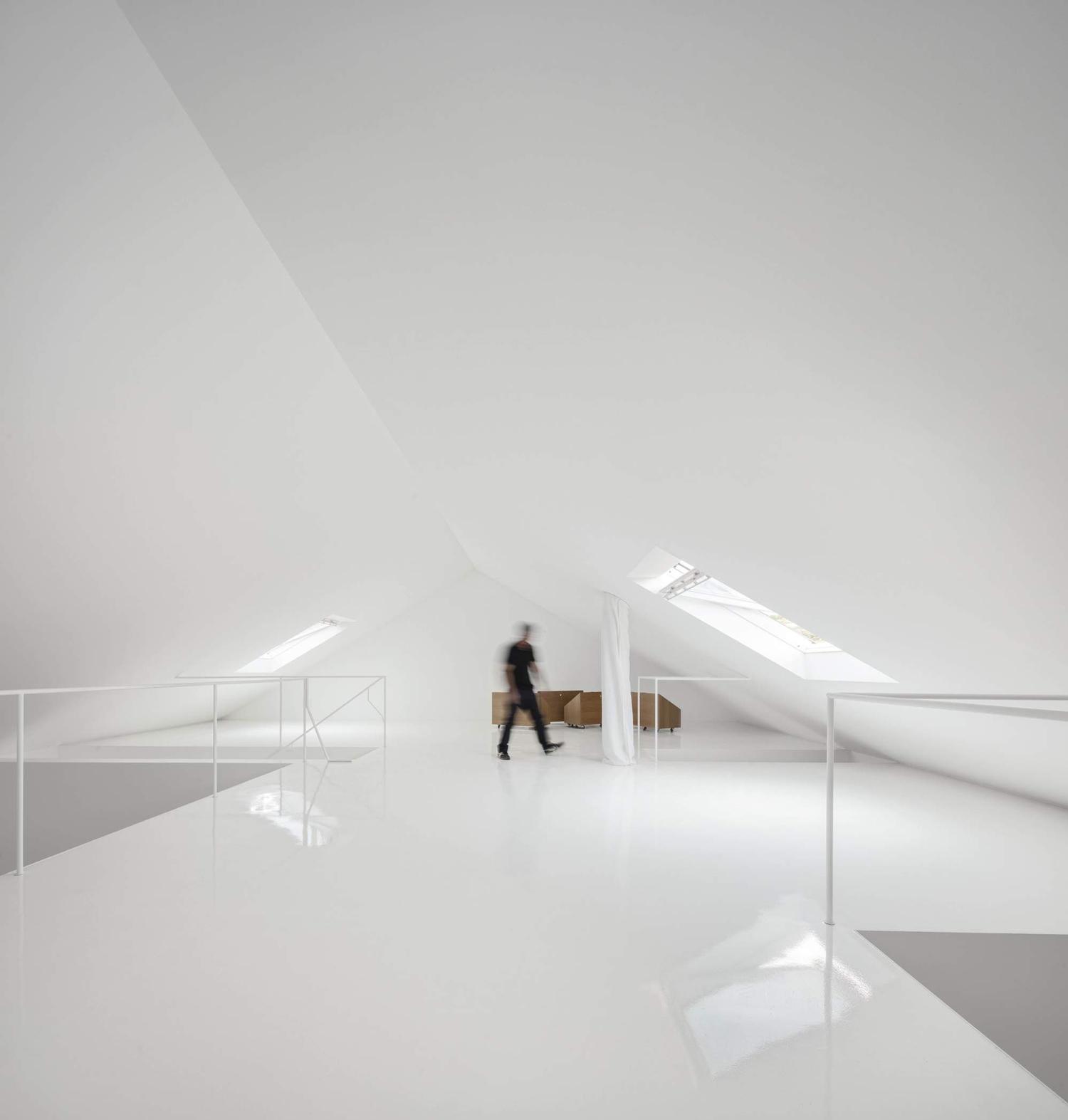 konyhasziget_minimal_haz_portugaliabol_red-house-in-setubal-portugal-by-extrastudio_12.jpg