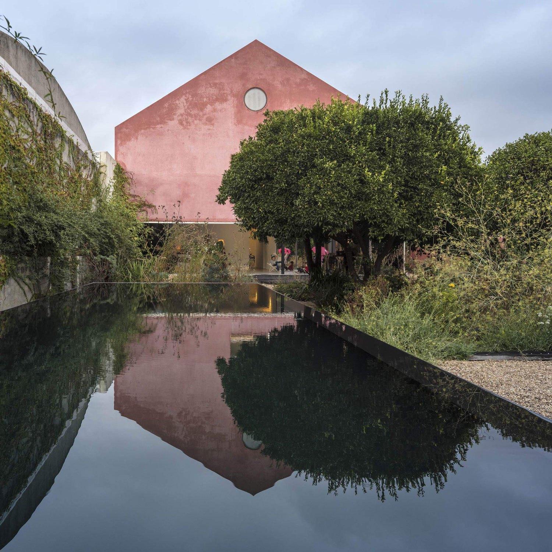 konyhasziget_minimal_haz_portugaliabol_red-house-in-setubal-portugal-by-extrastudio_14.jpg