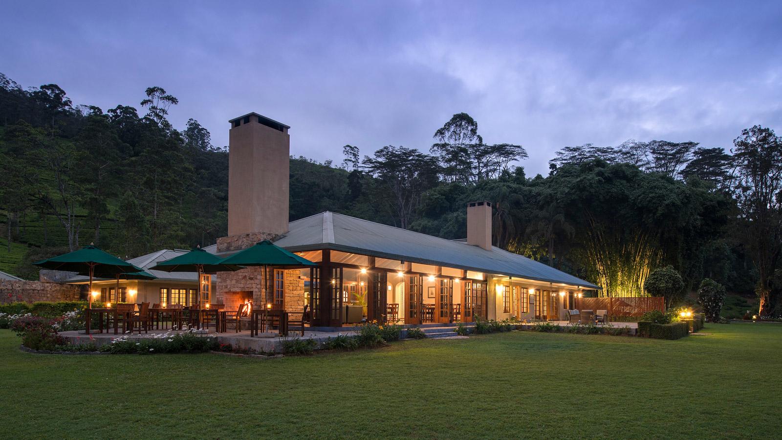 konyhasziget_ut_a_teahoz_norwood-bungalow-at-dusk.jpg
