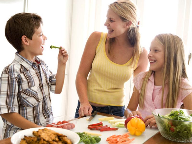 5 étkezési alapelv, amit a szakértő is követ