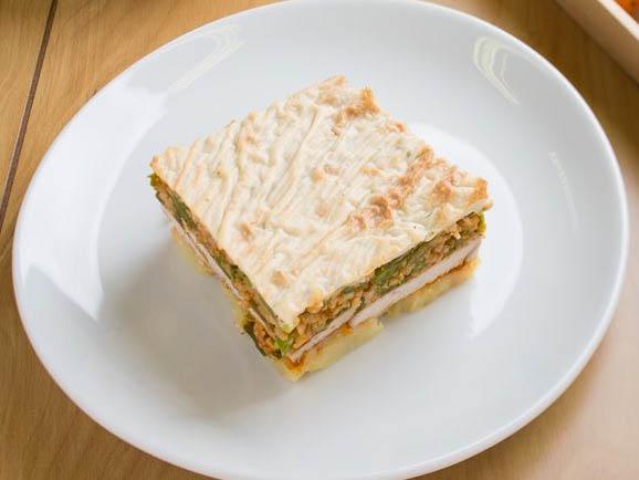 Zöldbabos-burgonyás rakott sertésborda