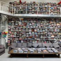 Háromszázezer könyv sok egyetlen embernek